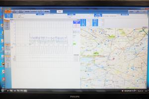 最新型デジタルタコグラフ(運行記録計)により、運転時間、距離、速度、休憩時間等をデジタルデータ化