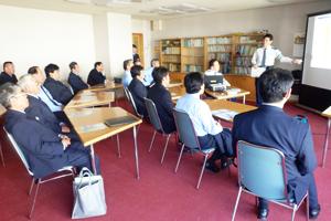 毎月行われる運転士研修。年に数回は東村山警察署の方に講師としてお越しいただいています。