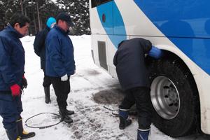 冬は雪山で「雪道研修」を実施